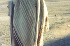 "15 b. Hombre colla con poncho tradicional y gorro o ""copia"" de lana."