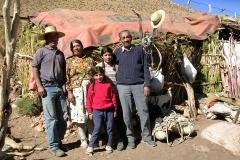 "13 b. Familia Campillay en la ""majada"" de Laguna Grande, Río Cazaderos, Huasco Alto."