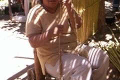 17. Hilando en huso tradicional, sector Malaguín,  Huasco Alto.