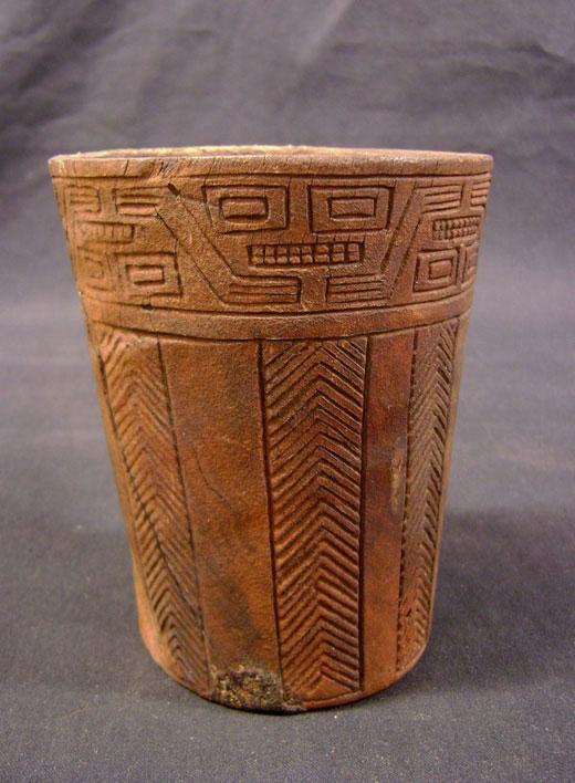 Vaso de madera o kero, Cultura Inka, 1450-1536 d .C., Museo Chileno de Arte Precolombino. (Archivo C. Aldunate).