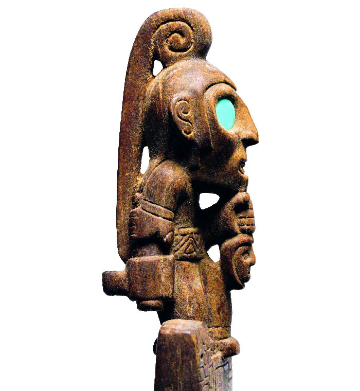 Sacrificador tallado en tableta, Cultura San Pedro, 600-900 d.C. Museo Arqueológico R. P. Gustavo Le Paige. (Tiwanaku 2000: 80).