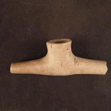 Pipa en T de cerámica, Chile central. Donación Santa Cruz-Yaconi Nº 2300, 2391 y 2469.