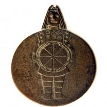 Disco de bronce, Cultura Aguada, 600-900 d.C. Museo de Artes Visuales Nº 2122. (Archivo en Madre de piezas convenio MChAP – MAVI)