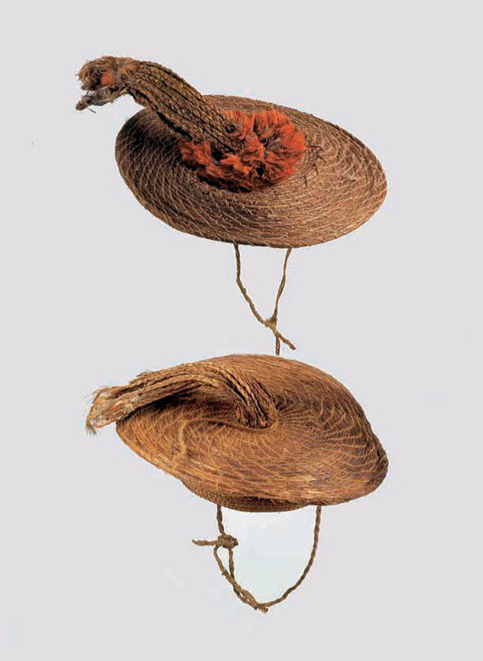 Gorros discoidales, Complejo Pica-Tarapacá, 1000-1450 d.C. Museo Chileno de Arte Precolombino Nº 2781 y PE-223. (Gorros 2006: 45).
